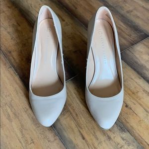 Nude heels in great condition!